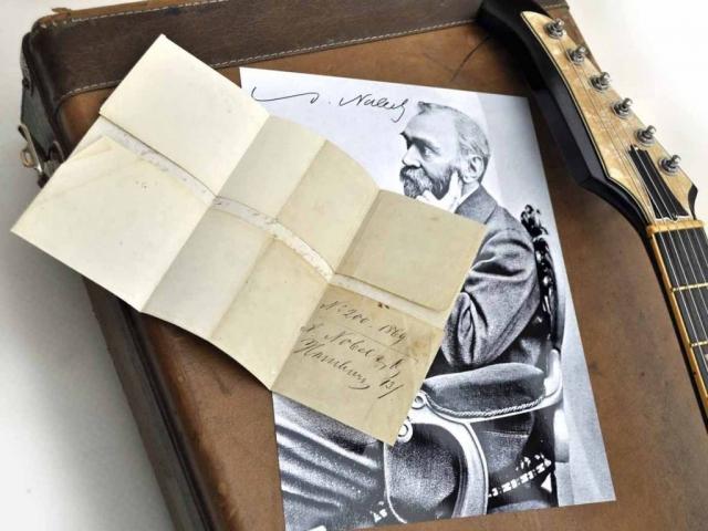 Veranda Guitar alfred-nobel-autograph 1