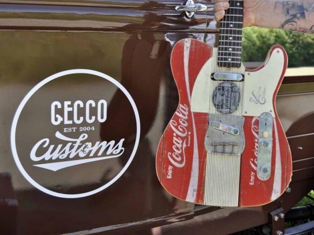 Veranda Guitar Coca Cola Mit Ford Pickup / Hotrod