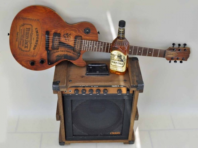 Crate Ampl with Les Paul Special guitar