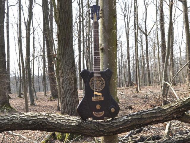 Veranda Gitarre mit Messing Hardware im Mittelalterstil!