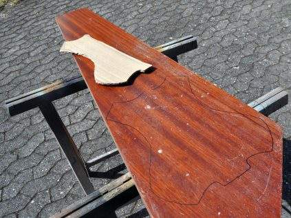 Treppenstufe aus Sipo Holz (ähnlich Mahagony)